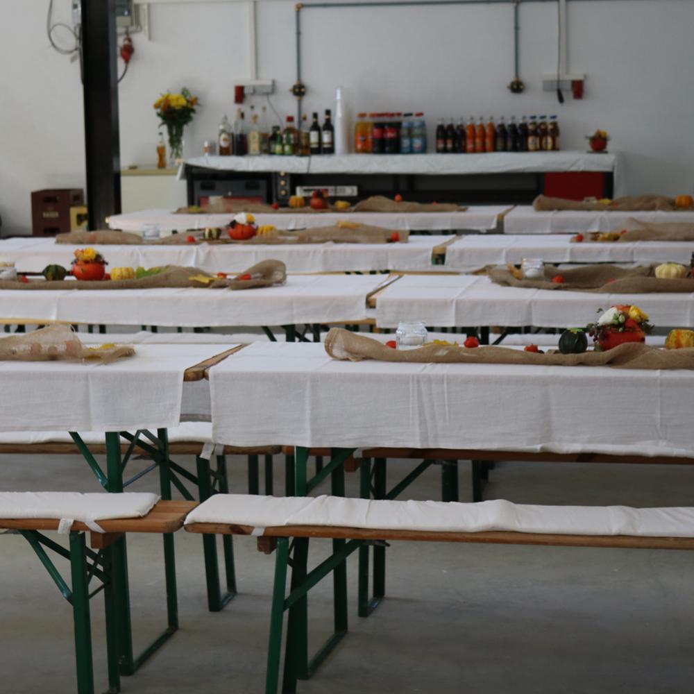 Dekoration Schrannenverleih, Tischdecken und Sitzbankauflagen